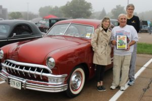 3 people with 1950 Ford & award plaque
