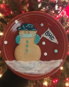 plate with cookie snowman with pennant & wearing mask